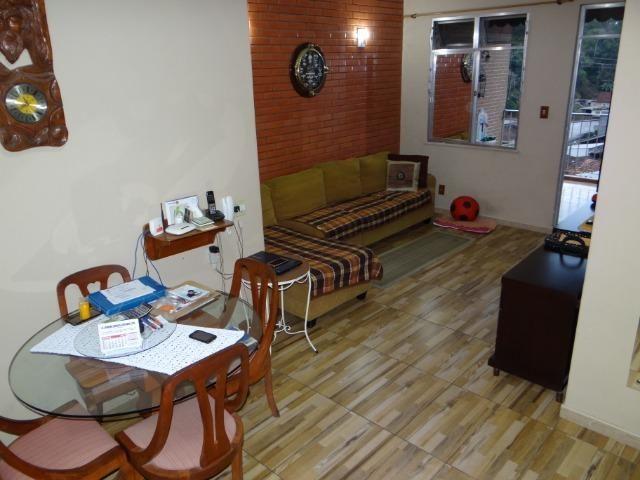 Casa com 2 moradias, 4 vagas e 1 salão de festas no Bairro Castrioto - Foto 3