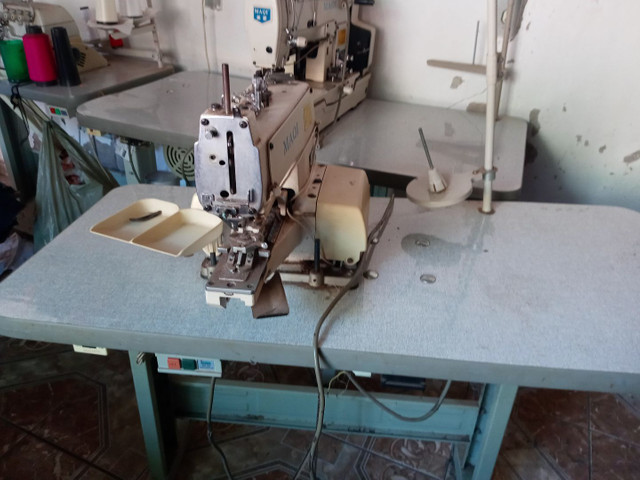 Maquina de costura botoadeira e caseadeira