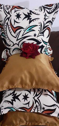 Kit de 05 almofadas decorativas completas capa e enchimento individual com zíper  - Foto 2