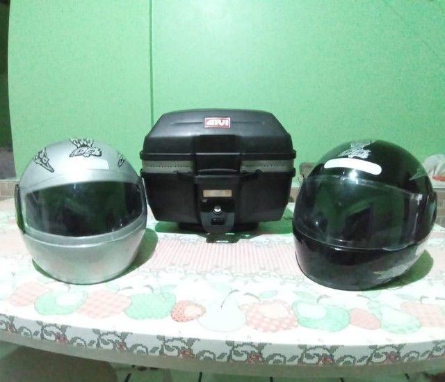 A e uma caixa. Pra moto por 300 reais