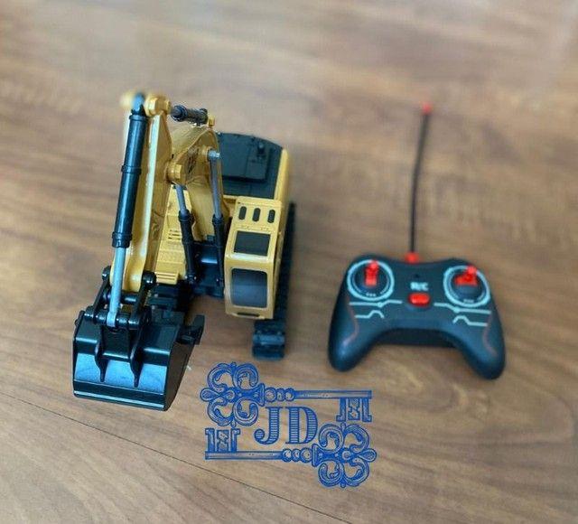 Retroescavadeira de controle remoto - Diversão garantida - Foto 3