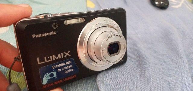 Vendo camera Lumix PANASONIC.