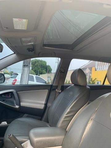 Toyota Rav4 com teto solar aceito financiamento - Foto 9