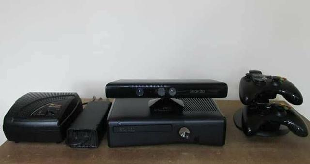 Xbox 360 vendo ou troco por one volto grana