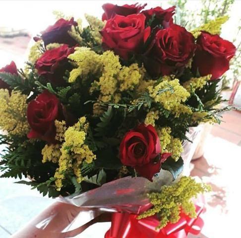 Buquê com flores NATURAIS