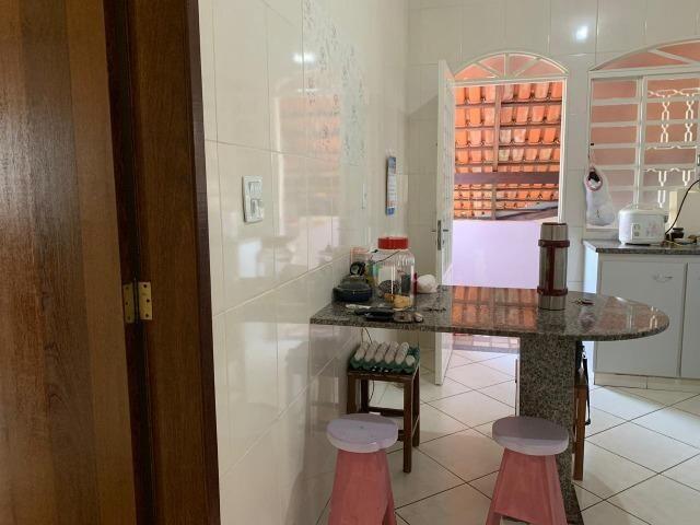 DA ótima casa em Itaúna com barracão nos fundos - Foto 2