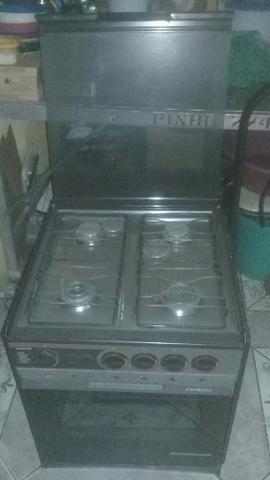 Semi novo fogão e forno em otemo estado