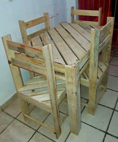 Mesa de palete com 04 cadeiras - Foto 4