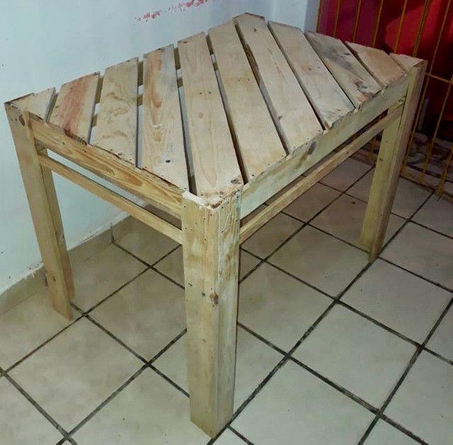 Mesa de palete com 04 cadeiras - Foto 2