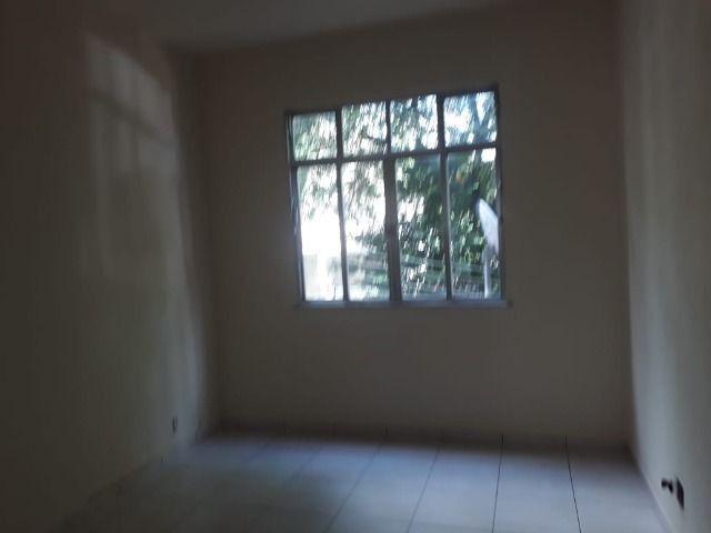 Alugo - Apartamento 2 quartos - Quintino