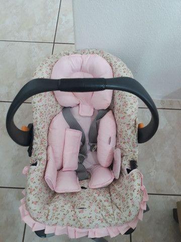 Bebê conforto e ofurô cor de rosa