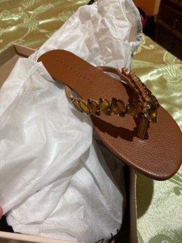 Sandália em couro e pedraria Jorge Bischoff NOVA