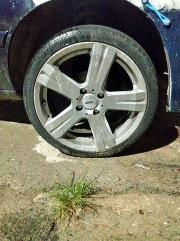 4 Rodas com pneus