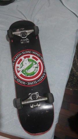 Skate bom, ótimo estado e pouco uso