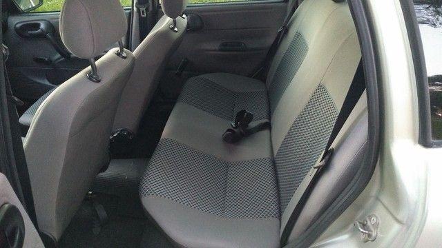 Chevrolet clássic (direção ar) - Foto 8