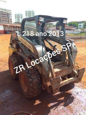 Minicarregadeira L218 ano 2013 - Foto 5