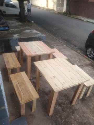 Conjunto de mesa com bancos de madeira - Foto 3