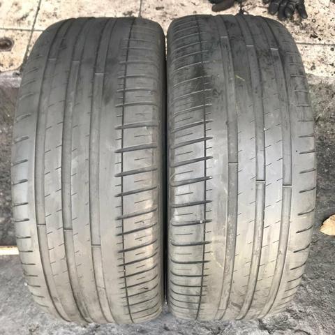 Pneus 235/45/17 Michelin meia vida (não são riscados)