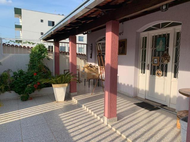 DA ótima casa em Itaúna com barracão nos fundos