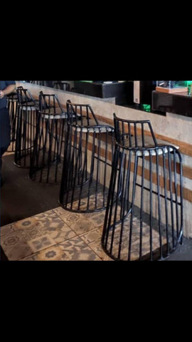 Banquetas alta em ferro com assento acolchoad