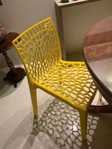 Cadeira amarela para decoração - Foto 3