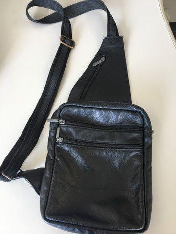Bolsa masculina em couro