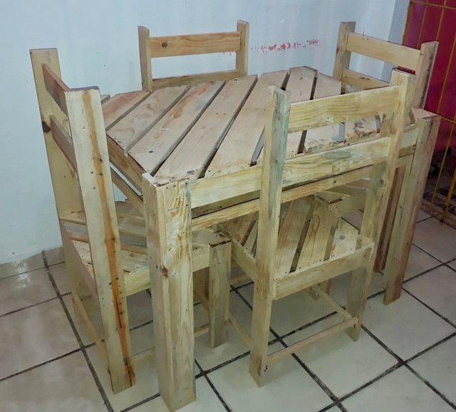 Mesa de palete com 04 cadeiras - Foto 6