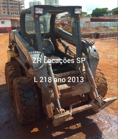 Minicarregadeira L218 ano 2013 - Foto 4