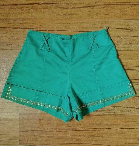 Short Verde cintura alta com detalhes em strass - Foto 2