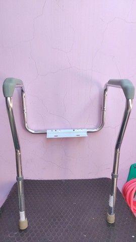 Barra de apoio para vaso sanitário