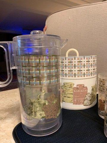 jarra, 10 copos e balde de gelo em acrílico. em bom estado de conservação - Foto 2