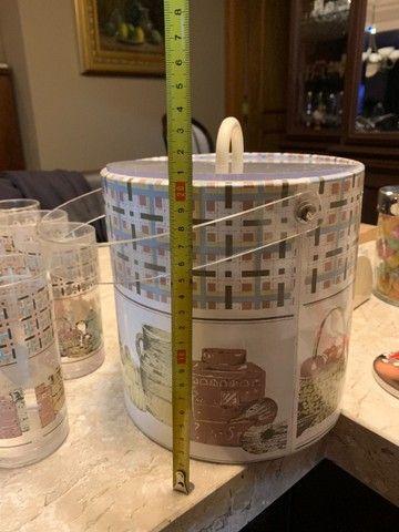 jarra, 10 copos e balde de gelo em acrílico. em bom estado de conservação - Foto 3