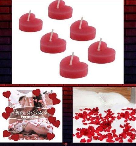 Surpreenda com o kit 6 Velas Decorativas + Pétalas Vermelhas C/ 120 UNID