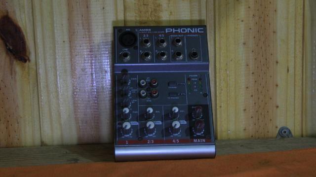 Mesa Do Som Phonic Am55 Com Fonte