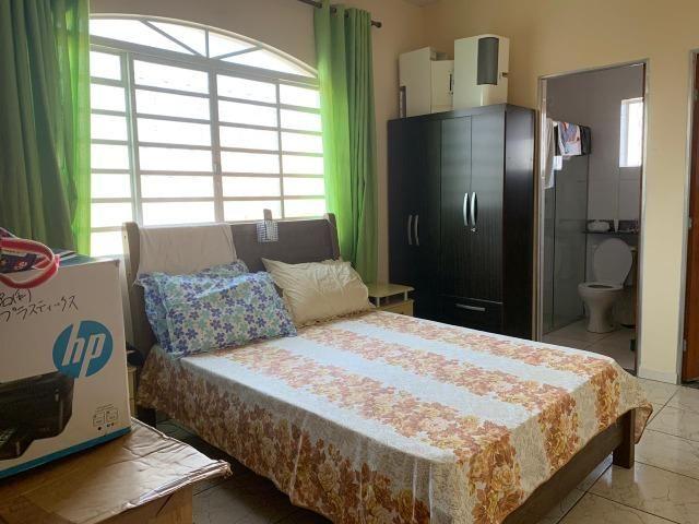 DA ótima casa em Itaúna com barracão nos fundos - Foto 3