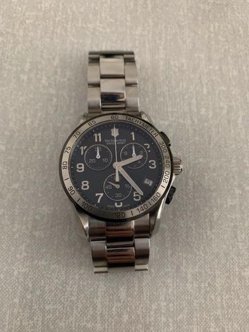 7c6dd425f63 Relógio Victorinox em Aço - Perfeito Estado. R  1.400