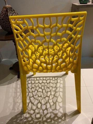 Cadeira amarela para decoração - Foto 2