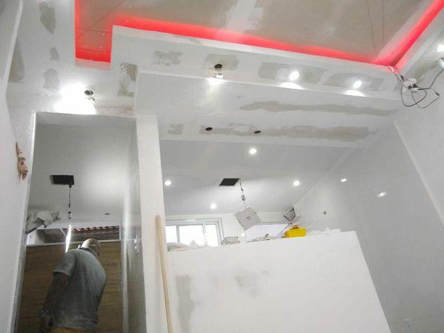 Rebaixamento de teto, divisórias e móveis planejados em drywall - Foto 4