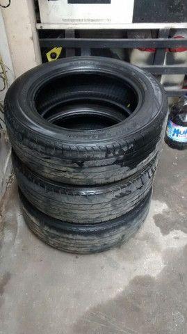 Pneus usados Dunlop(03) unidades apenas.Medidas: 195/60r15
