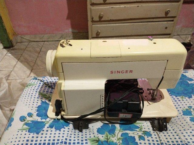 Máquina de costura Singer relíquia tudo funcionando - Foto 2