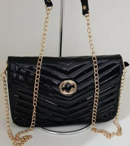 Vendo bolsas carteiras importadas chama no what veja nossas cores modelos