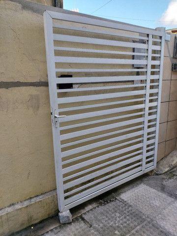 Vendo 2 portões de alumínio  - Foto 4