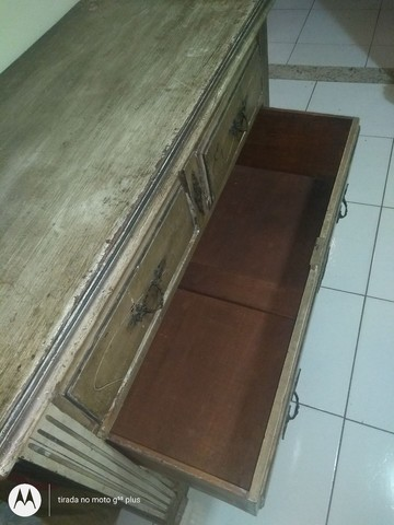 Cômoda antiga de 1915, em madeira maciça, comprada em antiquário. De 990 por 590. - Foto 3