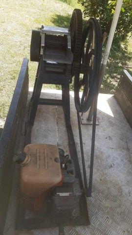 Vendo moinho de cana com motor a gasolina e com carrocinha  - Foto 2