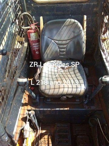 Minicarregadeira L218 ano 2013 - Foto 6