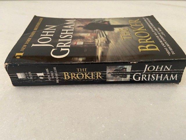 "Livro ""The Broker"" - John Grishan - em Inglês - Foto 2"