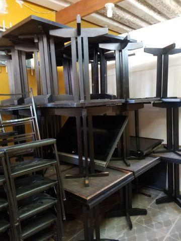 Mesas de madeira e cadeiras empilhaveis e banquetas<br> - Foto 3