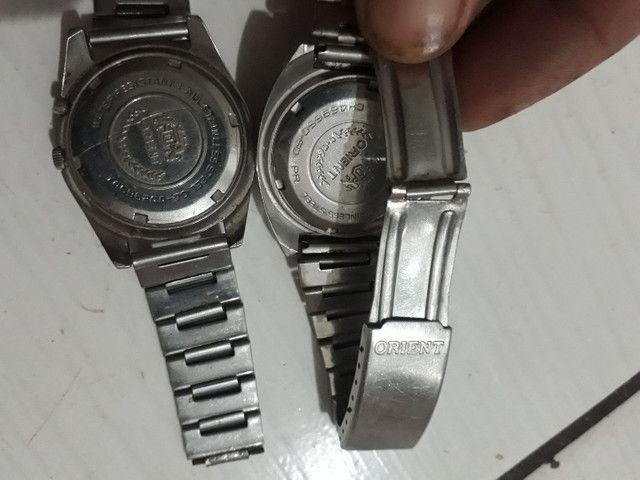 Vendo dois relógios oriente funcionando