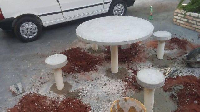 Para sua casa ou chácara.mesa com 4 banquetas - Foto 3