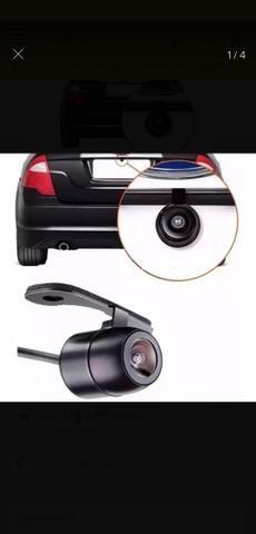 Sensor de estacionamento ou câmera de re